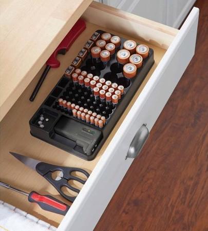 Lưu trữ pin 9V đúng cách: Dựng pin thẳng đứng, không tiếp xúc với vật dụng kim loại khác