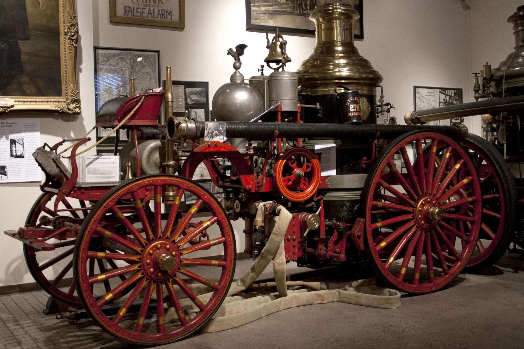 Một chiếc xe cứu hỏa được trưng bày trong bảo tàng chữa cháy New York
