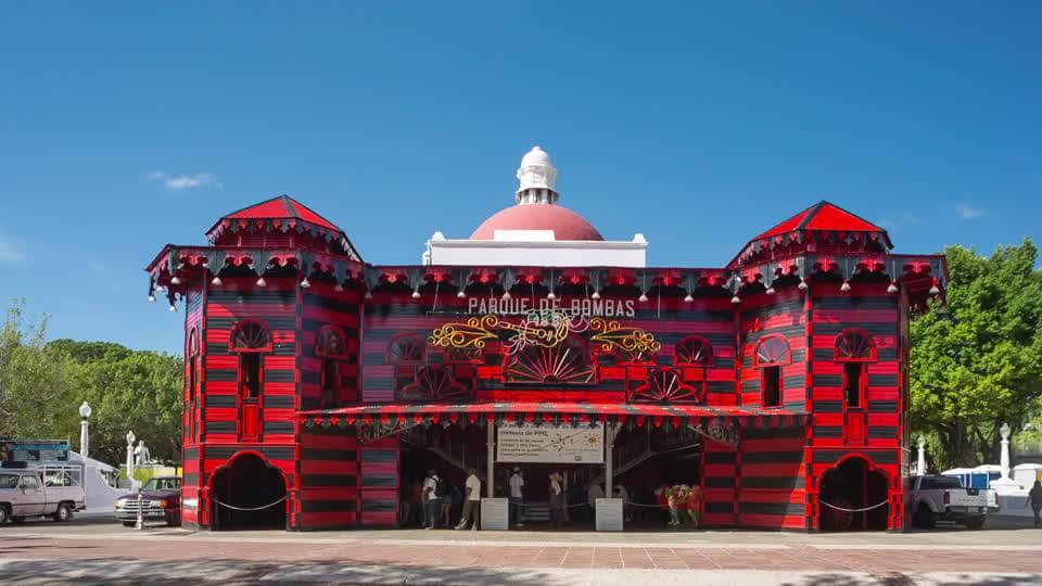Bảo tàng chữa cháy Parque de Bombas với lối kiến trúc nổi bật trên 2 gam màu đen - đỏ