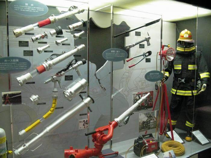 Các thiết bị được sử dụng trong quá trình chữa cháy hiện đại (Bảo tàng chữa cháy Tokyo)